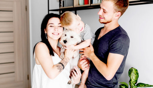 犬は家族の一員!溺愛する飼い主の増加と変化する人間と犬との関係